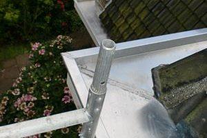 Boven aanzicht van beide dakgoten met zinkwerk.