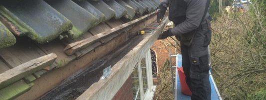 Verwijderen van bestaand houten rotte boeideel