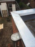 Zinken deklijsten op plat bitimineus dak. (deklijsten plaatsen platdak