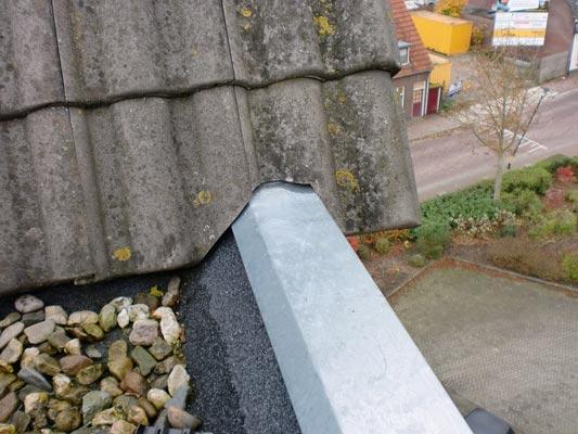 Bij meer schade is een dakgoot vervangen verstandiger dan repareren.
